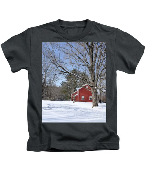 Classic Vermont Red House In Winter Kids T-Shirt