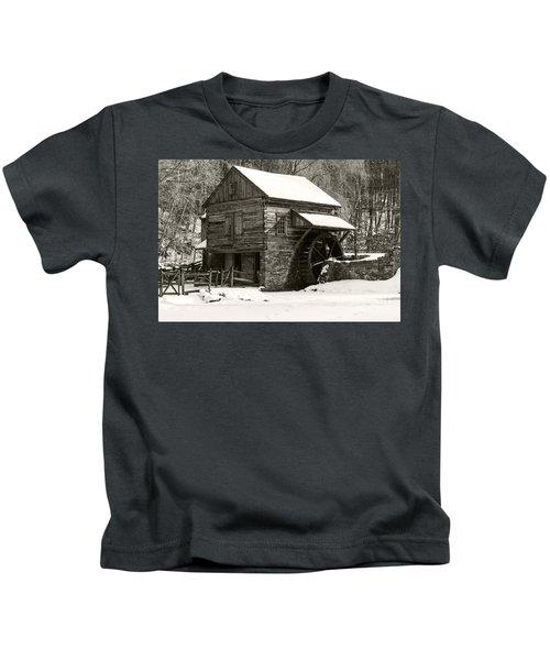 Cuttalossa In Winter Iv Kids T-Shirt