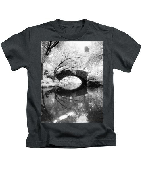 Central Park Photograph - Gapstow Bridge Vertical Kids T-Shirt