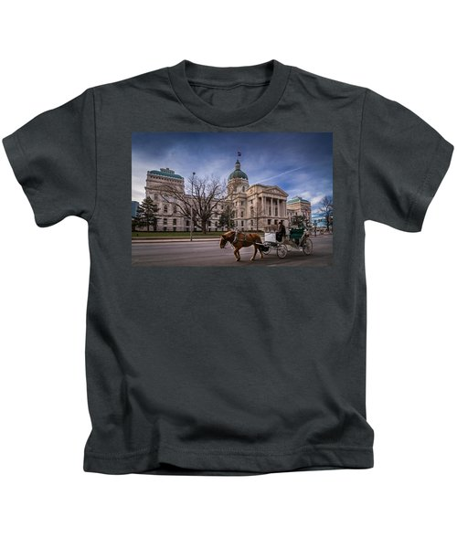 Indiana Capital Building - Front With Horse Passing Kids T-Shirt