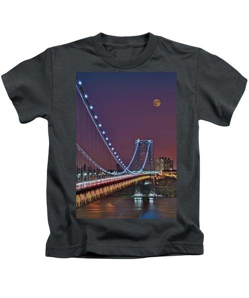 Moon Rise Over The George Washington Bridge Kids T-Shirt