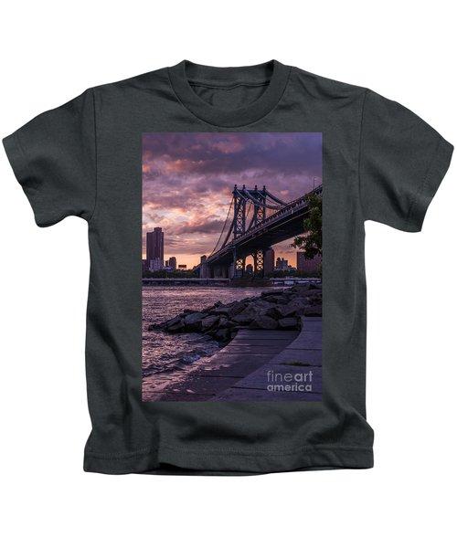 Nyc- Manhatten Bridge At Night Kids T-Shirt