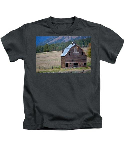 Old Barn In Washington Kids T-Shirt