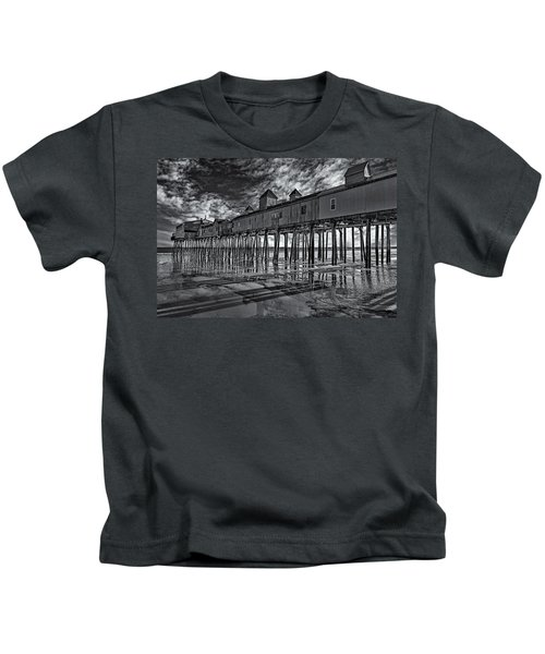 Old Orchard Beach Pier Bw Kids T-Shirt