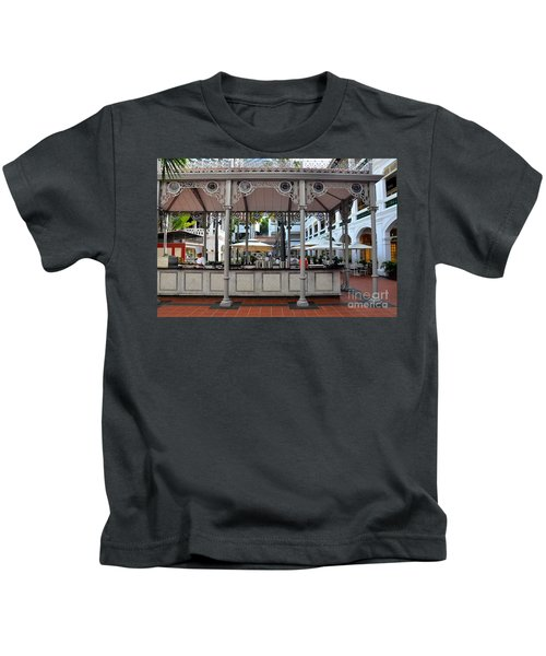Raffles Hotel Courtyard Bar And Restaurant Singapore Kids T-Shirt