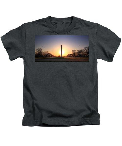 Setting Sun On Washington Monument Kids T-Shirt