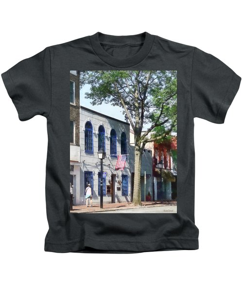 Alexandria Va - Street With American Flag Kids T-Shirt