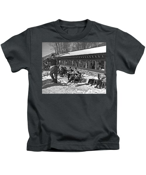 Sunny Day After Skiing Kids T-Shirt