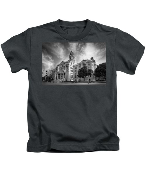 Tarrant County Courthouse Bw Kids T-Shirt