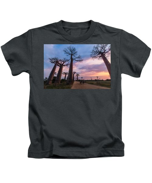 The Road To Morondava Kids T-Shirt