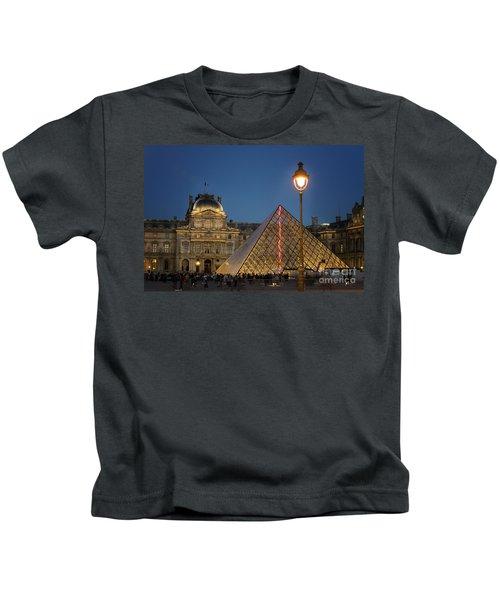 Louvre Museum At Twilight Kids T-Shirt by Juli Scalzi