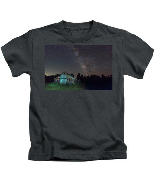 Barn In Rocky Kids T-Shirt