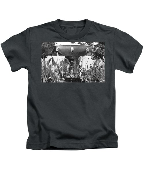 Bw Fountain At The Getty Villa Kids T-Shirt