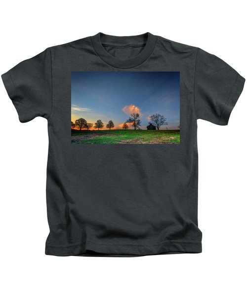 Cabin On The Ridge In Valley Forge Kids T-Shirt