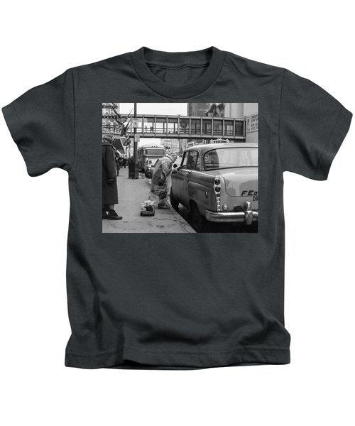 Chatting Up A Cabby On 7th Street Kids T-Shirt