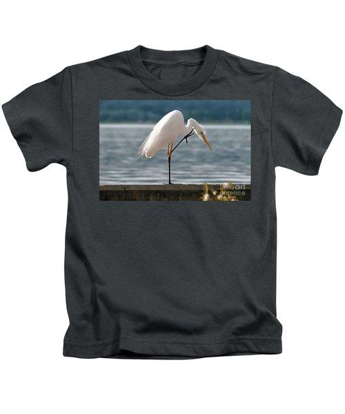 Cleaning White Egret Kids T-Shirt
