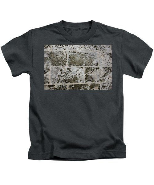 Coral Wall 205 Kids T-Shirt
