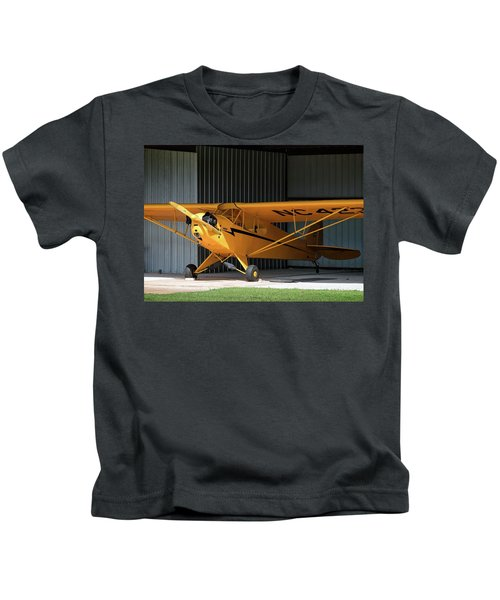 Cub Hangar 0 2017 Christopher Buff, Www.aviationbuff.com Kids T-Shirt