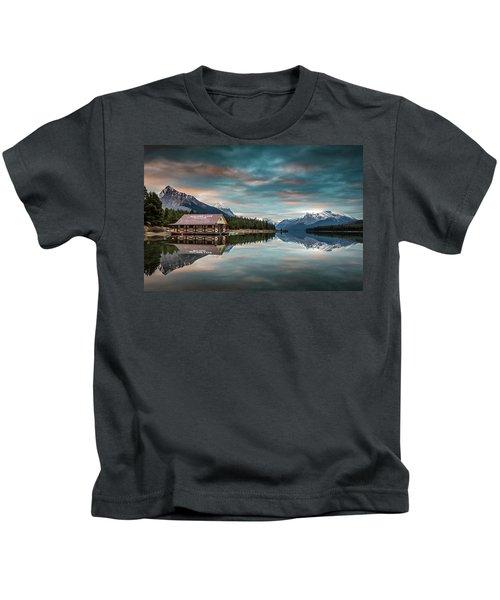Dawn At Maligne Lake Kids T-Shirt