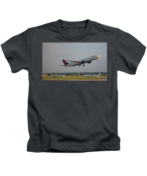 Delta Airlines Jet N827nw Airbus A330-300 Atlanta Airplane Art Kids T-Shirt