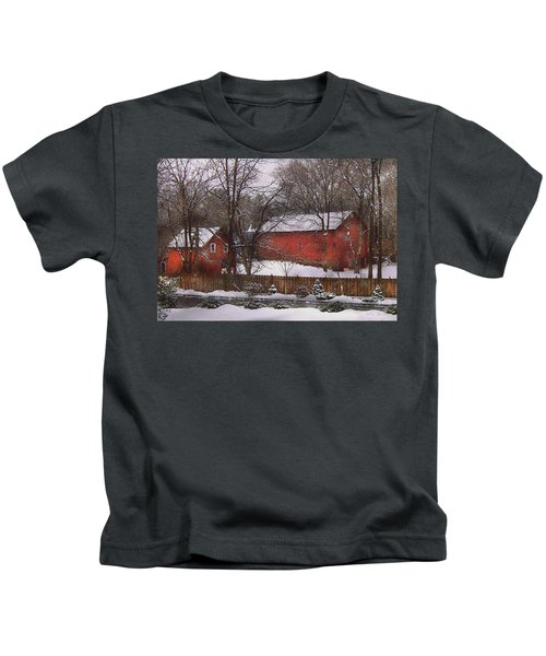 Farm - Barn - Winter In The Country  Kids T-Shirt