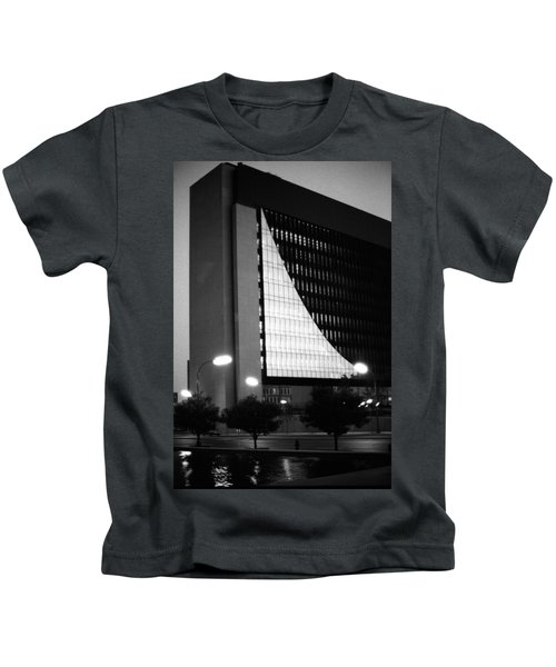 Federal Reserve Building At Twilight Kids T-Shirt