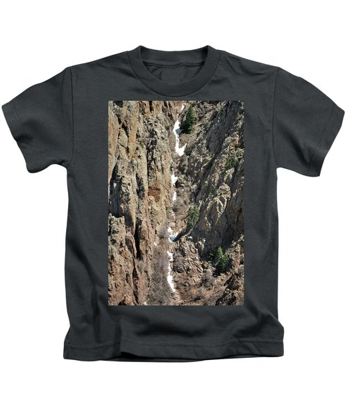 Final Traces Of Snow Kids T-Shirt