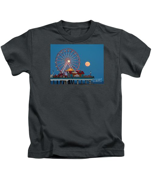 Full Moon Rising Above The Gulf Of Mexico - Historic Pleasure Pier - Galveston Island Texas Kids T-Shirt