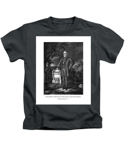 General Lee Visits The Grave Of Stonewall Jackson Kids T-Shirt