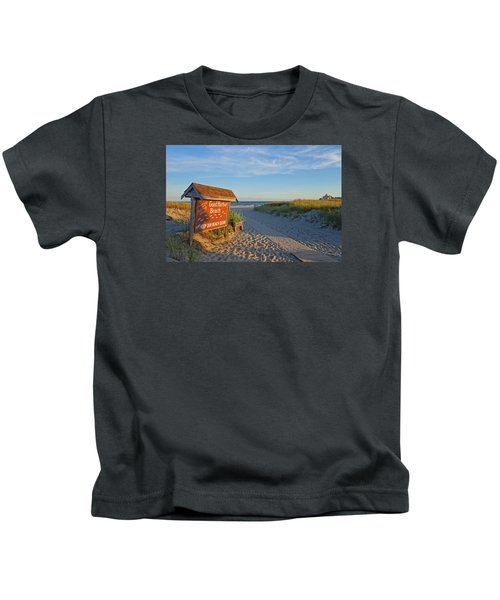 Good Harbor Sign At Sunset Kids T-Shirt