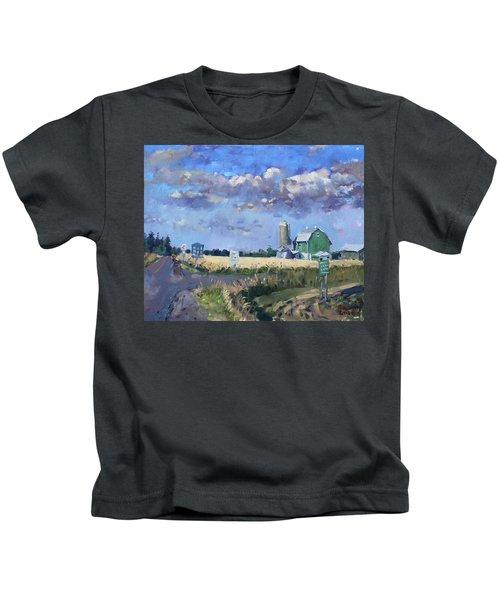 Green Barn In Glen Williams On Kids T-Shirt
