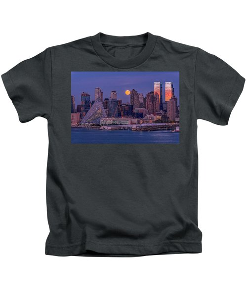 Hunter's Moon Over Ny Kids T-Shirt