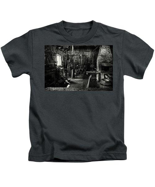 Idle Bw Kids T-Shirt