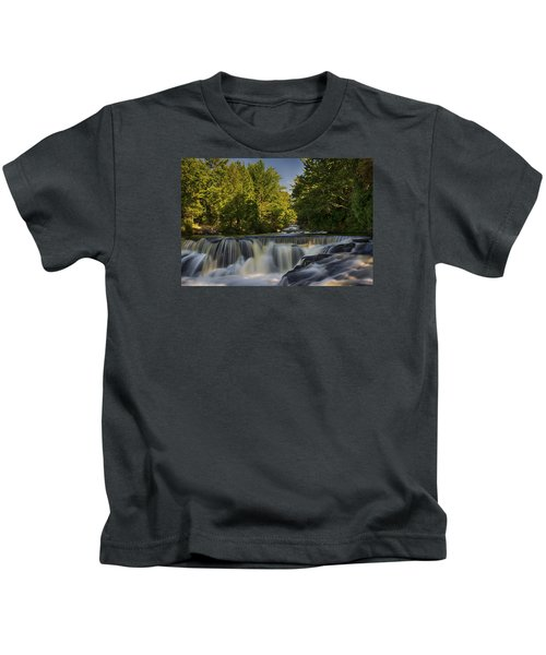 In The Middle Of The Middle Branch Kids T-Shirt