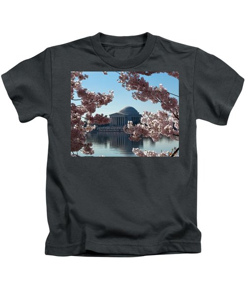 Jefferson Memorial At Cherry Blossom Time On The Tidal Basin Ds008 Kids T-Shirt