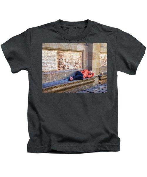 Just A Nap  Barcelona Spain  Kids T-Shirt