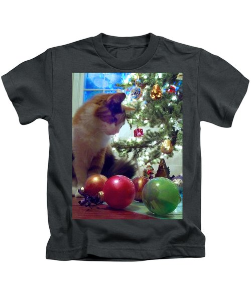 Kitty Helps Decorate The Tree Christmas Card Kids T-Shirt