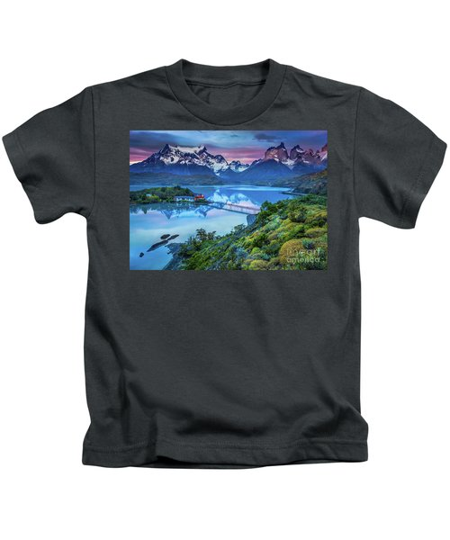 Lago Pehoe - March Kids T-Shirt