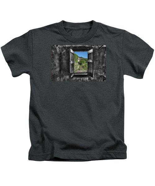Let's Open The Windows - Apriamo Le Finestre Kids T-Shirt