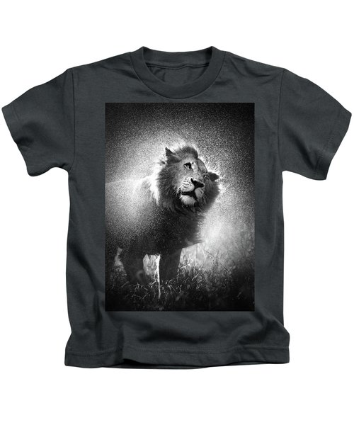 Lion Shaking Off Water Kids T-Shirt
