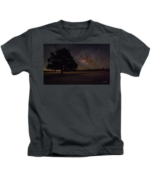 Lone Oak Under The Milky Way Kids T-Shirt