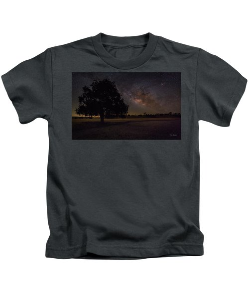 Lone Oak Under The Milky Way Kids T-Shirt
