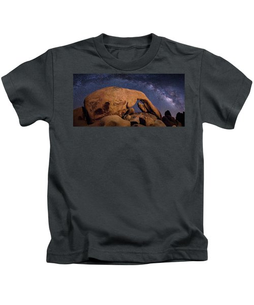 Milky Way Over Arch Rock Kids T-Shirt