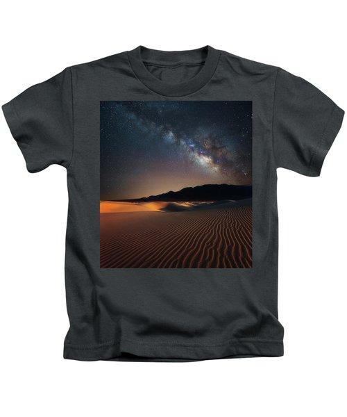 Milky Way Over Mesquite Dunes Kids T-Shirt