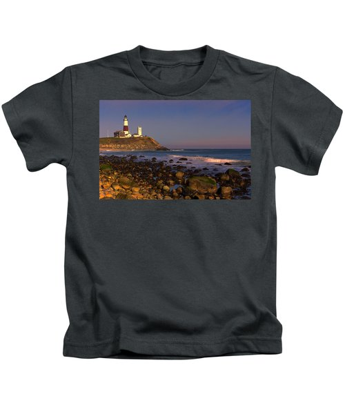 Kids T-Shirt featuring the photograph Montauk Lighthouse by William Jobes