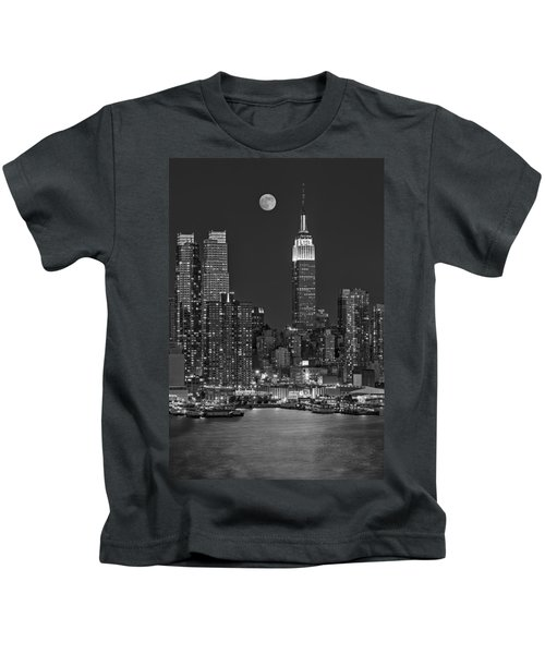 Moonrise Along The Empire State Building Bw  Kids T-Shirt