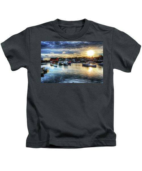 Motif #1 Sunrise Rockport Ma Kids T-Shirt