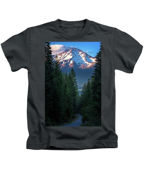 Mount Shasta - A Roadside View Kids T-Shirt