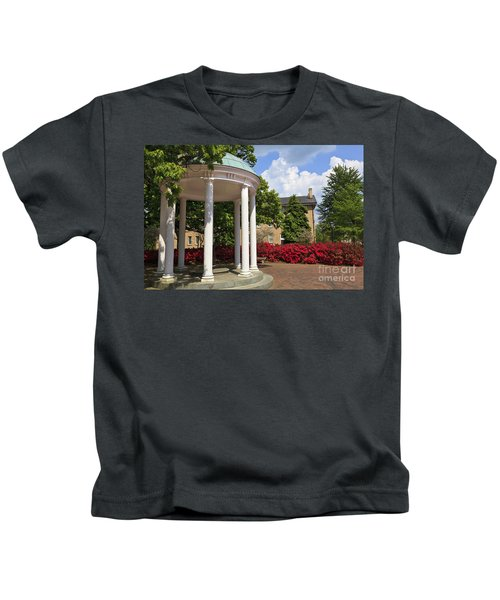 Old Well At Chapel Hill In Spring Kids T-Shirt