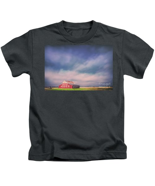 Ominous Clouds Over The Aggie Barn In Reagan, Texas Kids T-Shirt